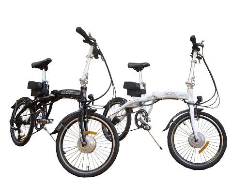 #velo #electrique #velos #electriques, #ebike #electric #bikes, fantasticas #bicicletas #electricas #plegable modelo #ondamini disponible en dos colores: blanco y negro. La #bateria de 3,5 kgs permite una autonomía de entre 30-60 kms. Todos los componentes son de primea calidad: Cambio #Shimano Acera, Sillín vader, motor 8FUN, batería marca Phylion, frenos Promax.