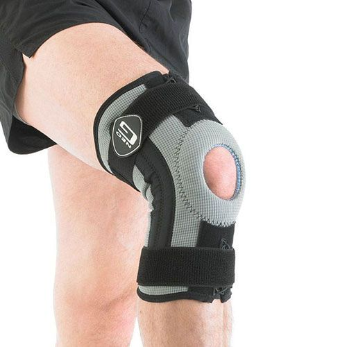 This Neo G Rehab Xcelerator Knee Support is an anatomically designed knee support that is ideal for people with knee strains and sprains, and is especially useful for rehabilitation following an injury.