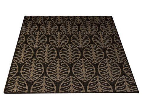 Kajo-matto, musta. Kovaa kulutusta kestävä matto, liukuestepohja, lehtikuviointi. Materiaali pölyämätöntä polypropyleeniä.