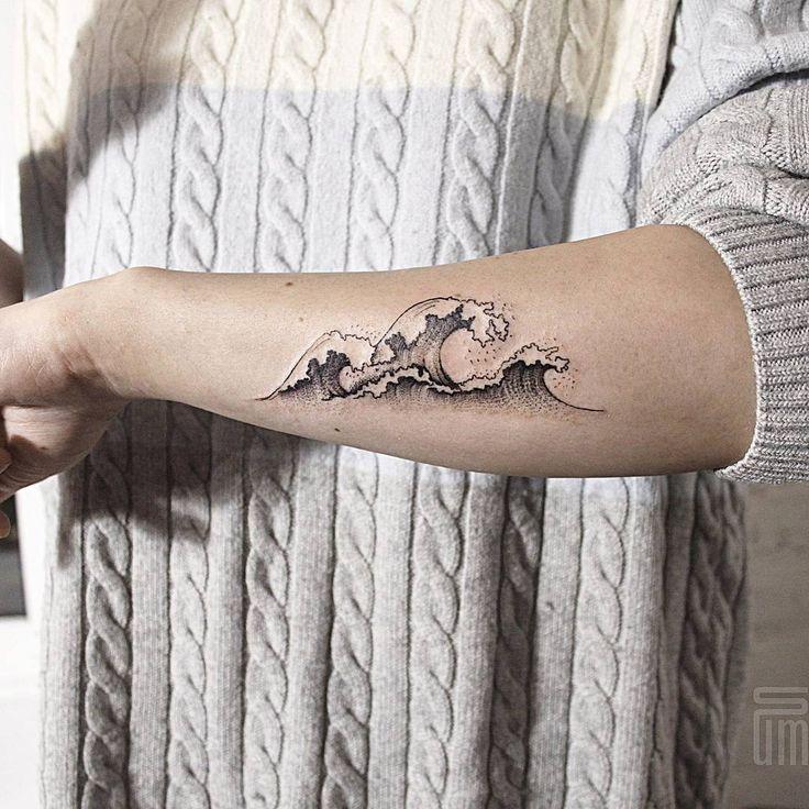 #sum_ttt #dotwork #linework #tattoo #geometrytattoo #blackworktattoo #wowtattoo #wave #wavetattoo