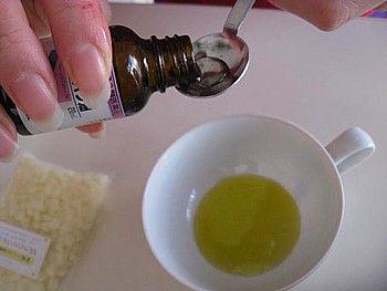 ひまし油+重曹でホクロが取れるんです。また、シミやニキビ跡にも効きます。(個人差があります。)ひまし油と重曹で作るカソーダの作り方は超簡単。1対2の割合で混ぜるだけ。どちらもドラッグストアで手に入るプチプラ商品です。ひまし油は保湿力の高いオイル。リップクリームにも大変身します。お肌が弱い方は注意しながらお使いください。