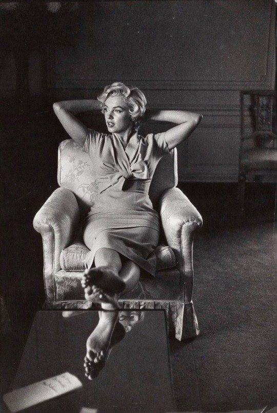 Marilyn Monroe in New York City. photo by Sam Shaw (1954)
