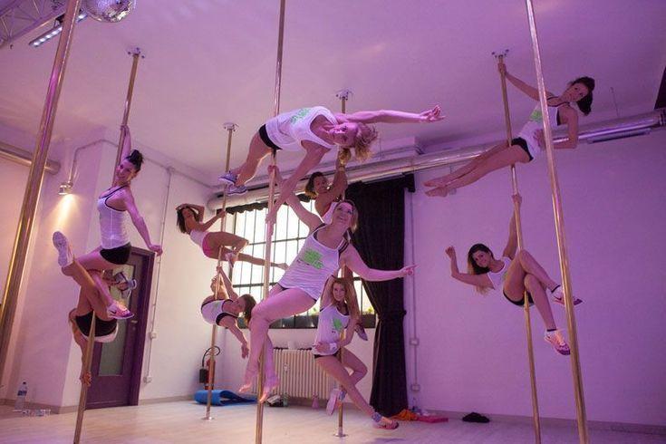 L'ansia da prova costume può diventare un buon motivo per provare la danza acrobatica intorno a un palo. Disciplina che è molto più