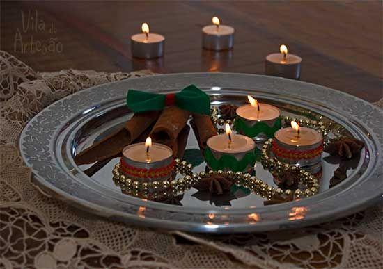 Arranjo de mesa com velas votivas