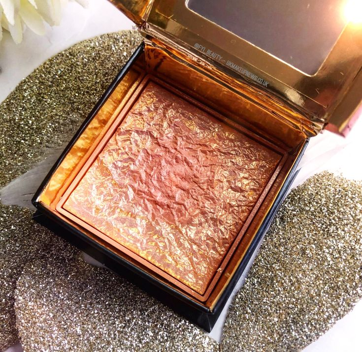 NEW POST A new post all about the new Benefit Cosmetics Gold Rush Blush is now on the blog ! This of course includes comparison swatches to Benefit favourites Galifornia, Rockateur & Dandelion. Let me know your thoughts!? XO