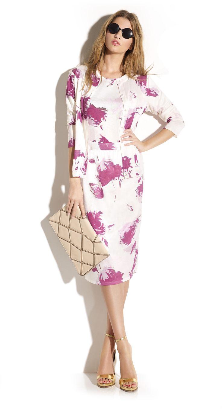 Total look de falda tubo y twin-set todo estampado flores abstractas estilo acuarela en punto tacto seda.