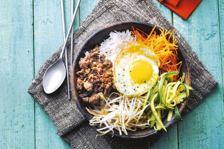 14 maart - Courgette + eieren + half-om-half gehakt in de bonus bij Albert Heijn. Een bord vol kleur! - Recept - Allerhande