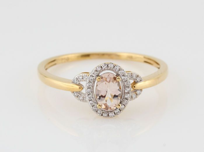 """18kt geel gouden diamanten en morganite ring 0.20ct / 2.30gr / G-HVS1-VS2 / 58. /""""NIEUW""""  18kt geel gouden diamanten ring 0.20ct.18kt ring versierd met 34 ronde achtkant geslepen diamanten en ovaal vorm roze morganite 0.35ct. ( gekende hitte behandeling voor volle kleur)Kleur: Top Wesselton-Wesselton G-H.Zuiverheid: VS1-VS2.Totaal gewicht: 2.30gr.Zeer goede schittering.Ringmaat : 58.Artikel in juweel doosje verzonden met Fedex.1672-46245R  EUR 65.00  Meer informatie"""