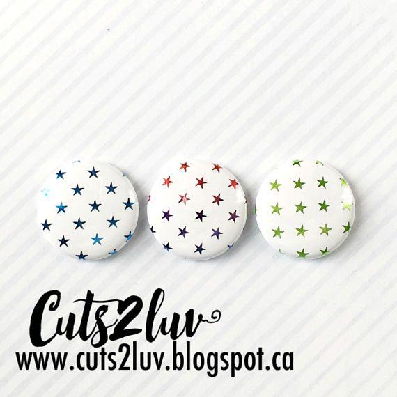 """3 Badges 1"""" Étoiles métalliques bleu, multi tons*, vert"""