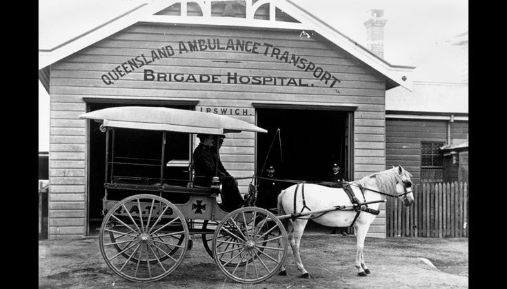 Horsedrawn ambulance in front of the QATB. Hospital, Ipswich (ca. 1908)