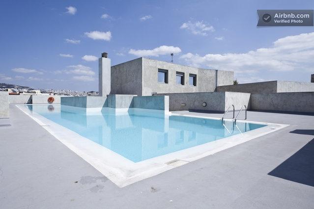 Penthouse studio with pool top view in Athens à partir de $77 par nuit