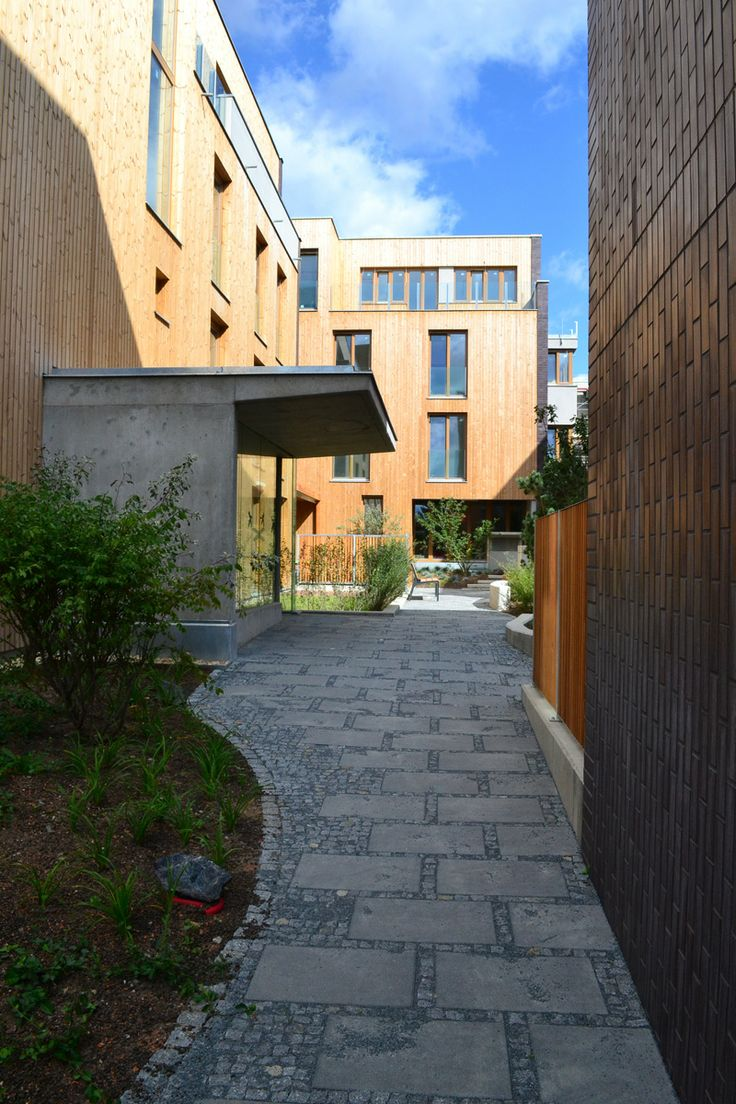 The housing complex integrates diff erent demands of contemporary city living: comfort and accessibility of services according to the compact city, privacy and comfort of individual living, hygiene comfort and public transport accessibility of housing estates development, but also social status and character of garden city.