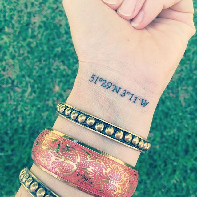 New wrist = vastly superior to old wrist #littletattoo #armparty #holdfasttattoo…