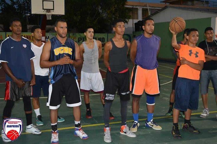El Club Santa Ana inició sus prácticas el jueves tres de marzo con miras a su participación en el Torneo Superior de Baloncesto que iniciará el día primero de abril.    Con una concurrida