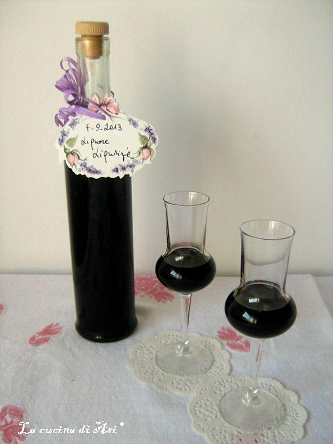 Liquore liquirizia un digestivo casalingo molto buono e dal gusto corposo ed intenso ...perfetto per il dopocena! Ricetta Liquore liquirizia