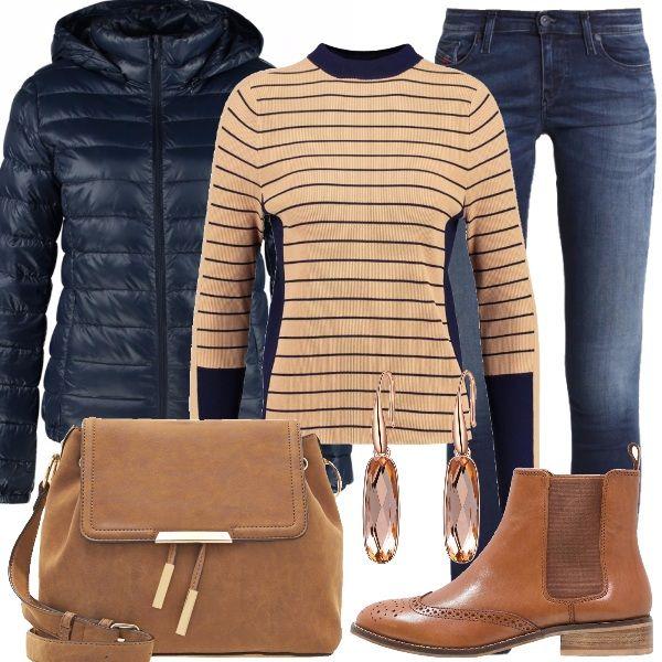 Glamour con le scarpe basse si può. Per questo outfit, perfetto per fare un giro in centro o per una serata con le amiche, ho scelto jeans skinny fit abbinato a delizioso maglione camel, in fantasia a righe, con collo alla coreana e manica a 3/4. Abbiamo poi piumino navy blue con cappuccio, splendidi tronchetti tan con punta tonda e tacco basso e borsa a tracolla tan/gold. Il look si completa con gli orecchini pendenti placcati in oro. Davvero alla moda.