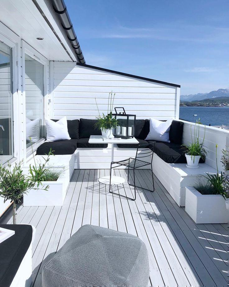 Legende  Endlich kann ich Ihnen ein Bild von meiner Terrasse mit Kissen zeigen. Ich freue mich sehr über das Ergebnis. Hoffe es gefällt Ihnen auch! #terrasse # terrasse…