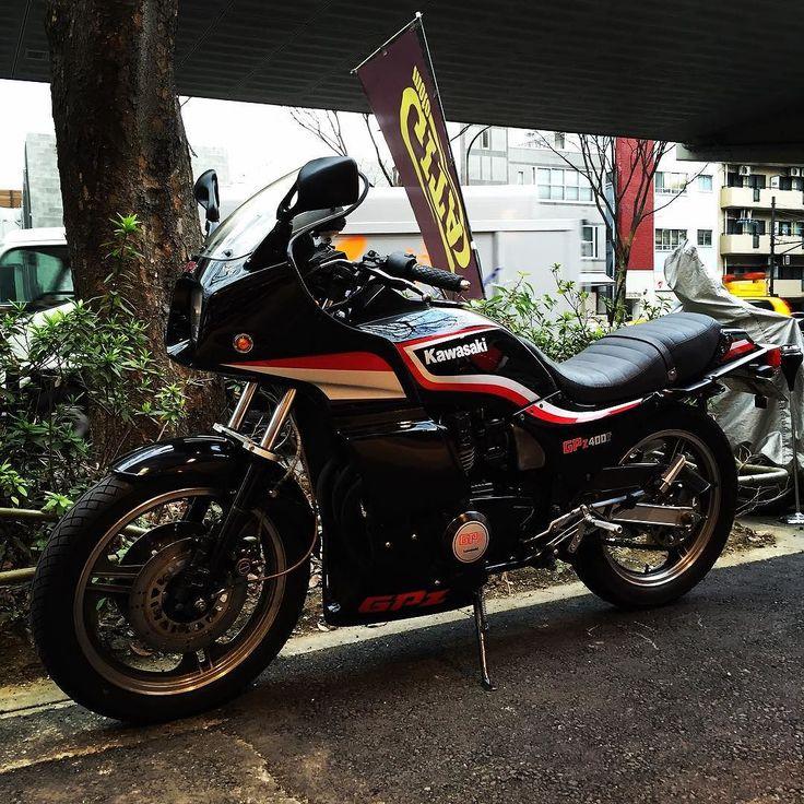 "overboldmotorco: ""モトジータ販売車両 kawasaki GPz400F 販売から2回目の車検♪(´ε` ) 車検整備が完了したので 試乗点検でっす♪ #kawasaki #kawasaki400 #kawasakigpz #kawasakigpz400 #kawasakigpz400f #kawasakimotorcycle #カワサキ #カワサキgpz #gpz..."
