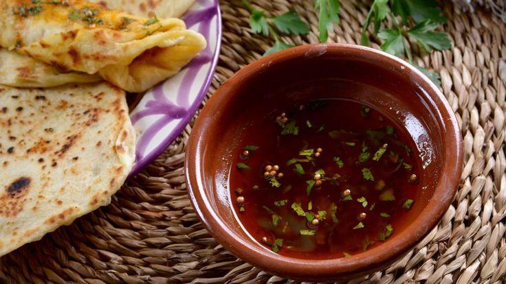 Pan  (marroquí) con salsa chermoula (Rghaif Bel Chermoula) - Najat Kaanache - Receta - Canal Cocina