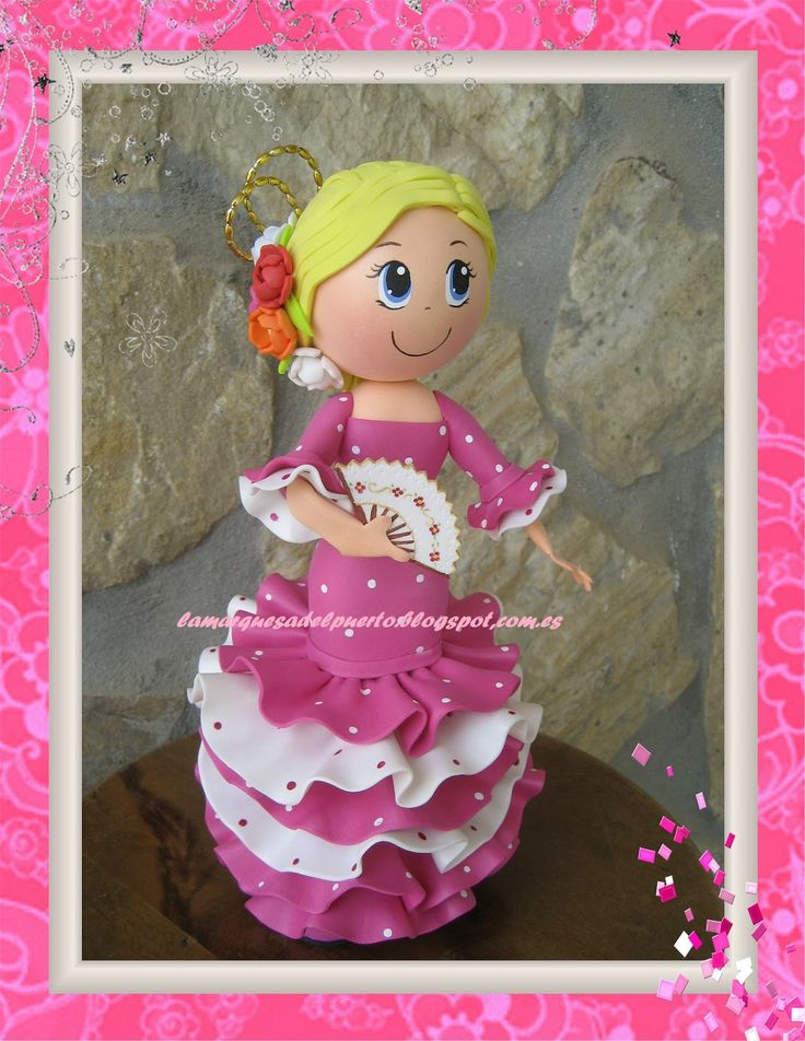 La Marquesa del Puerto: Fofucha flamenca con vestido rosa fucsia y blanco.