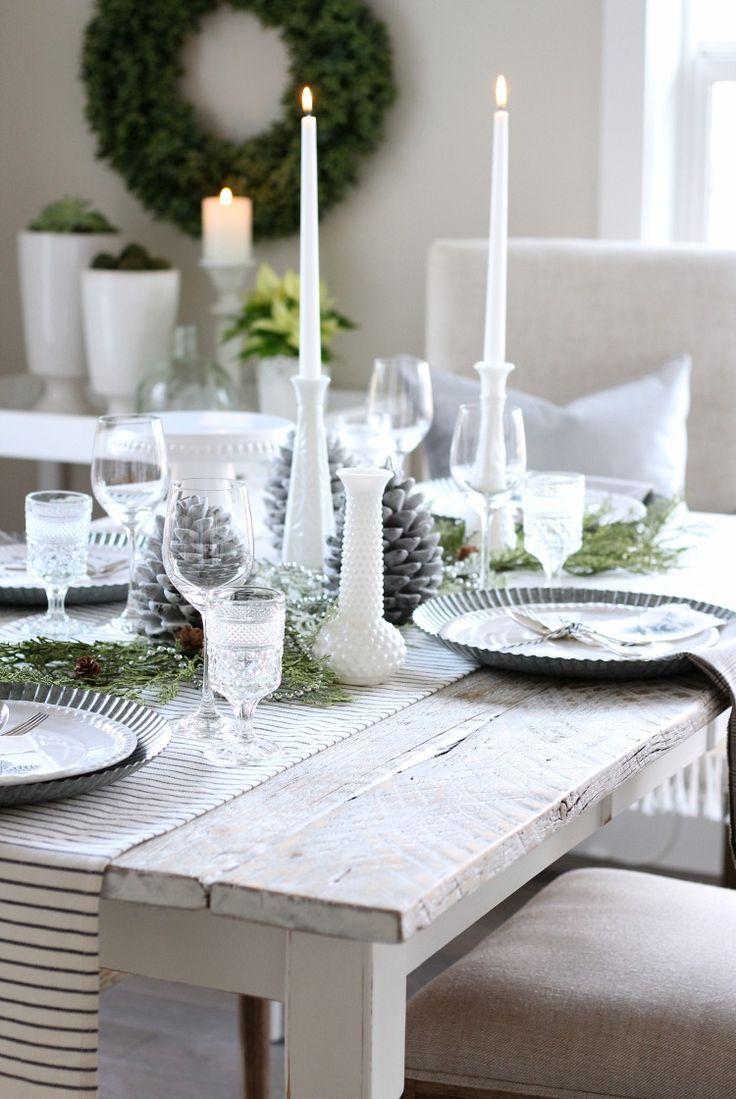 Christmas Home Tour - White Farmhouse Style Table Setting - Satori Design for Living #christmastablesetting #vintagechristmas