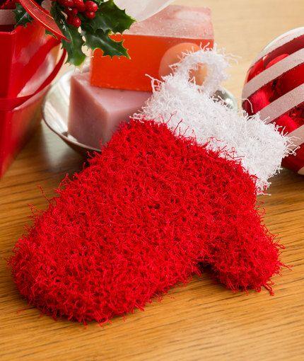 Holiday Mitten Scrubby Free Knitting Pattern in Red Heart Scrubby yarn