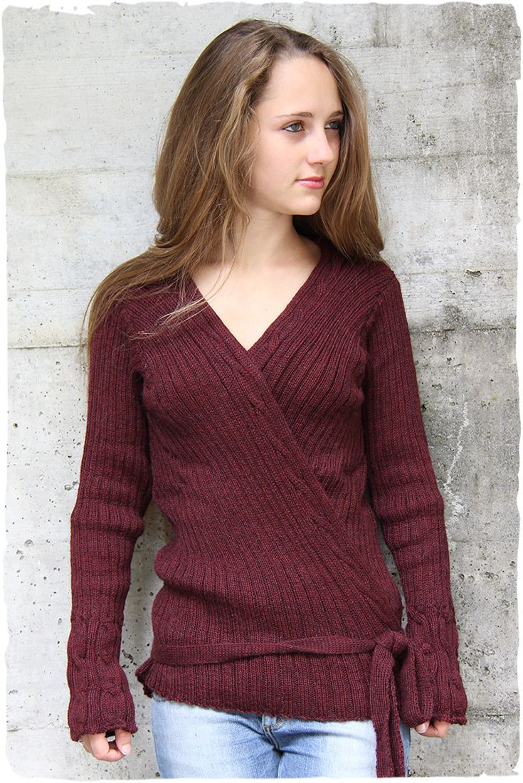Woman' cardi with cross closing and V-neck. Ribbed and plait with #alpaca #wool #red maglione