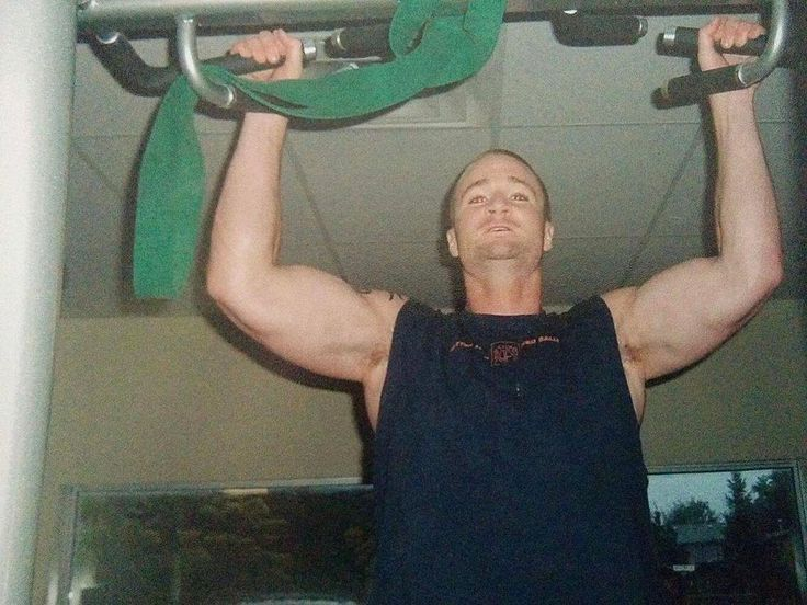 Flashback Friday- young 20 something trainer at my first personal training job.  Hitting some chins trying to look casual . - - - - - #fit #fitfam #fitness  #inspiration #muscle  #nutrition #workout #gym #gains #texas #coach #personaltrainer  #fortworth  #fortworthfitness #workout #gym #flashbackfriday #chinups #baldhead #personaltrainer #trainer