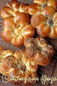 Je vous propose une recette super facile, rapide et réussie à coup sûr, les petits pains buns, un pain burger américain légèrement brioché moelleux
