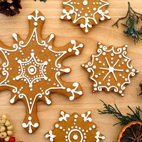 gastrogirl: iced gingerbread snowflake cookies.