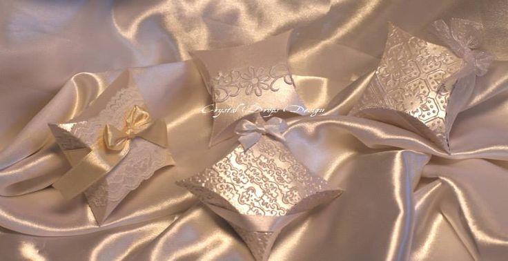 Cuscini portaconfetti/portariso per dare un tocco di classe ed eleganza in più ai vostri eventi.