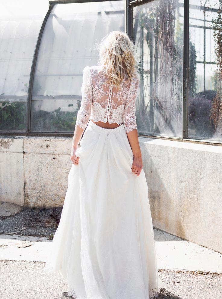 Caroline Takvorian vous accueille dans sa boutique. Créatrice de robes de mariée à Paris et à Lyon. Prenez rendez-vous pour essayer la nouvelle collection !