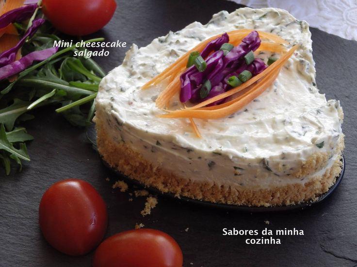A base faz-se com tostinhas e manteiga. A cobertura, creme de queijo, natas e…