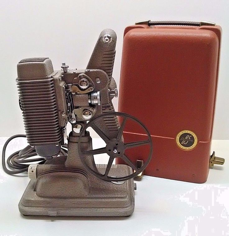 Vintage 1940s Revere Model 85 8mm Film Projector W/ Case
