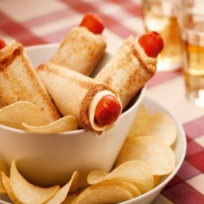 Enroladinhos de salsicha no pão de forma, assados: Vi esta receita rápidade enroladinhos de salsicha e perfeita para um lanche da tarde na fan page do Sal de Fruta Eno*(acredito que a ...