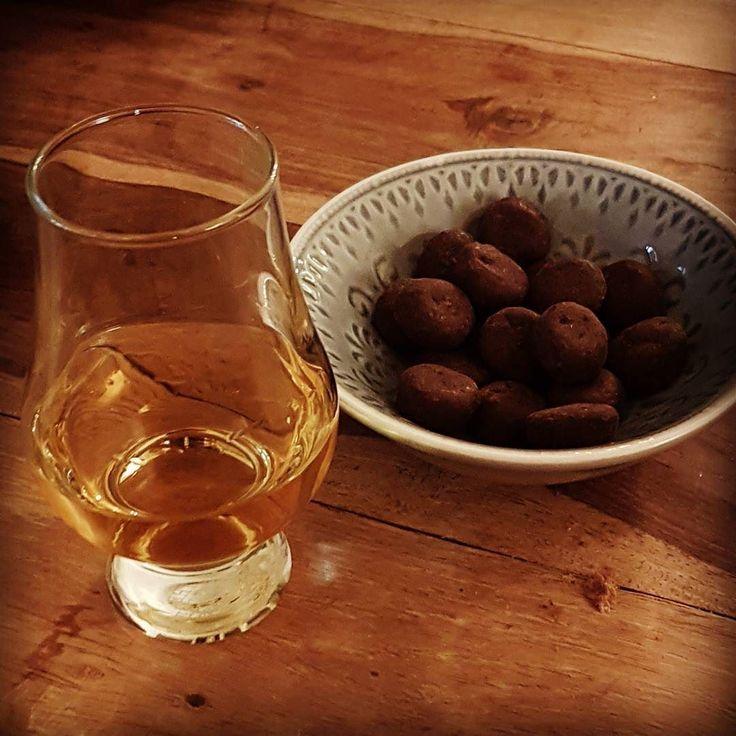 #Sinterklaas is weer in het land dus #chocolade #pepernoten en #Millstone 5 year #whisky