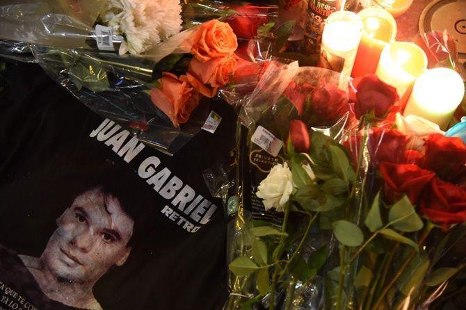Familia de Juan Gabriel piden llorarlo en paz