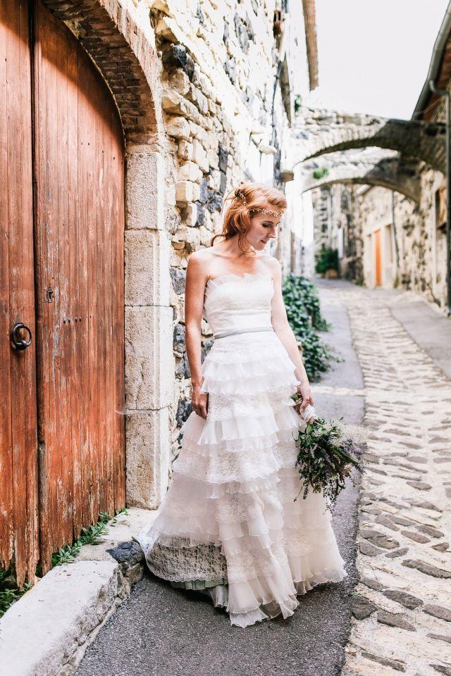 Bohemian chic #bruiloft #trouwen #inspiratie #trouwjurk #bruidsjurk #bruidsjapon #strapless #zonder #bandjes #wedding #dress #gown #weddingdress Strapless trouwjurken: stylish en trendy | ThePerfectWedding.nl | Fotocredit:  De Grote Dag Bruidsfotografie