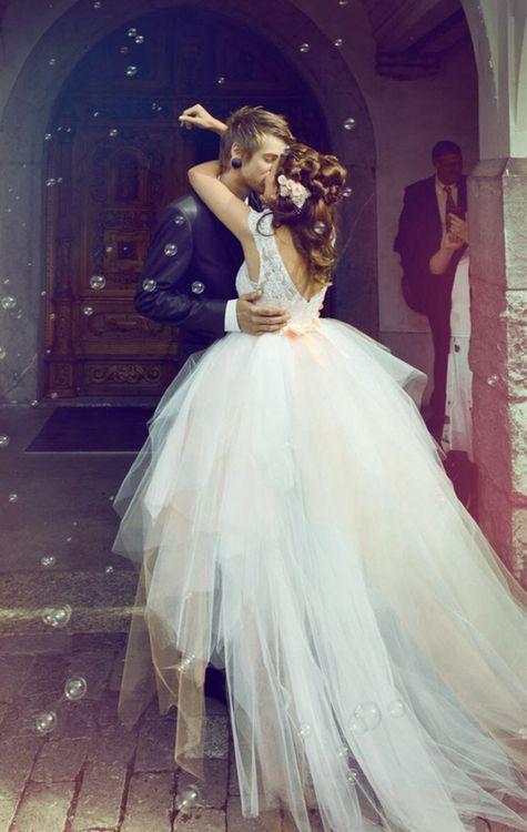 バブルシャワーもロマンティック♡ウェディングのフラワーシャワーの写真は結婚式の大切な思い出ですよね。記念に残したいブライダルフォトの一覧をまとめました♪ご参考に♡