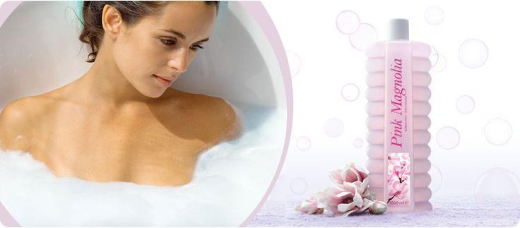 AVON Bubble Bath Schaumbad Rosa Magnolie. Lassen Sie sich von luxuriösem und pflegendem Schaum mit dem delikaten Duft der Rosa Magnolie verwöhnen.
