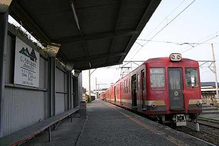 静かに発車を待つ列車。一人でも多くの乗客が集まりますように。2004/11 常北太田駅 日立電鉄鮎川行(2000形)© 2010 風旅記(M.M.) 風旅記以外への転載はできません...