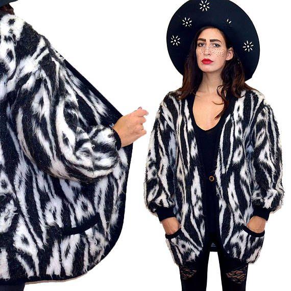 Vintage gráfico borroso Shaggy piel sintética capullo gráfico Cardigan de punto a capa cabo Festival Punk vestido manta acodar de los años 80