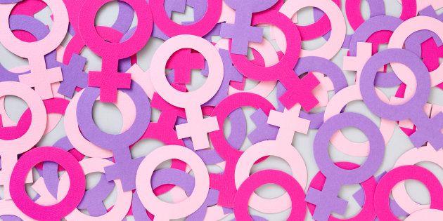 Compartimos un artículo de Laura Lecuona que entre otras cosas, nos dice: El feminismo no es una ensalada a la que cada quien pueda agregarle los ingredientes de su elección de modo que tengamos tu feminismo con pollo y mi feminismo con jitomate y poca vinagreta. Eso no impide que tú incorpores a tu vida el feminismo de una manera diferente a como lo hago yo, que tú te inclines más por cierta corriente y yo por otra ni que tu conocimiento del feminismo provenga de distintas lecturas y…