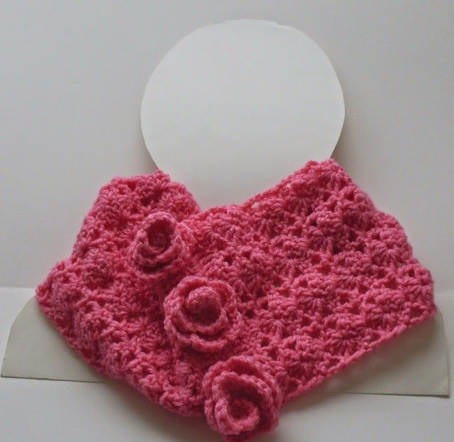 Aselle, free lacy crochet cowl pattern with roses by Craftybegonia.  #freecrochetpatterncowl
