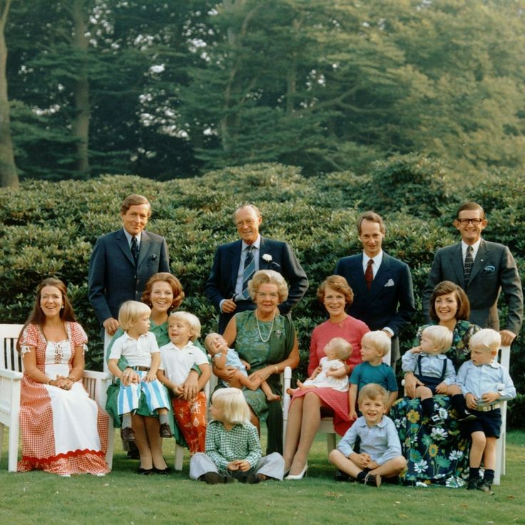 koningspaar:  Dutch Royal Family 1974-standing:  Prince Claus, Prince Bernhard, Prince Carlos-Hugo, Pieter Van Vollenhoven; seated-Princess Cristina, Crown Princess Beatrix holding Prince Constantijn and Prince Friso, Queen Juliana holding baby Jaime, Princess Irene holding baby Margarita, Prince Carlos, Princess Margriet with Pieter and Bernhard; seated:  Prince Willem-Alexander and Prince Maurits