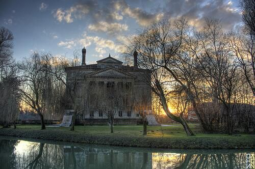 Villa Foscari, detta la Malcontenta, un soprannome che cela una storia misteriosa http://travellingwithliz.com/il-fantasma-di-villa-malcontenta/… di @Liz Au pic.twitter.com/fPfOqV8un3