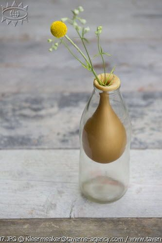 DIY vase, balloon © Rosalie Noordam & Anouk De Kleermaeker very cute idea - try for christmas?