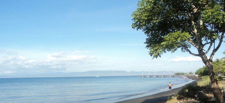Pantai Ketapang Lombok Timur. Pantai ini berada di Kecamatan Pringgabaya, sekitar 40 km dari pusat Kota Selong.