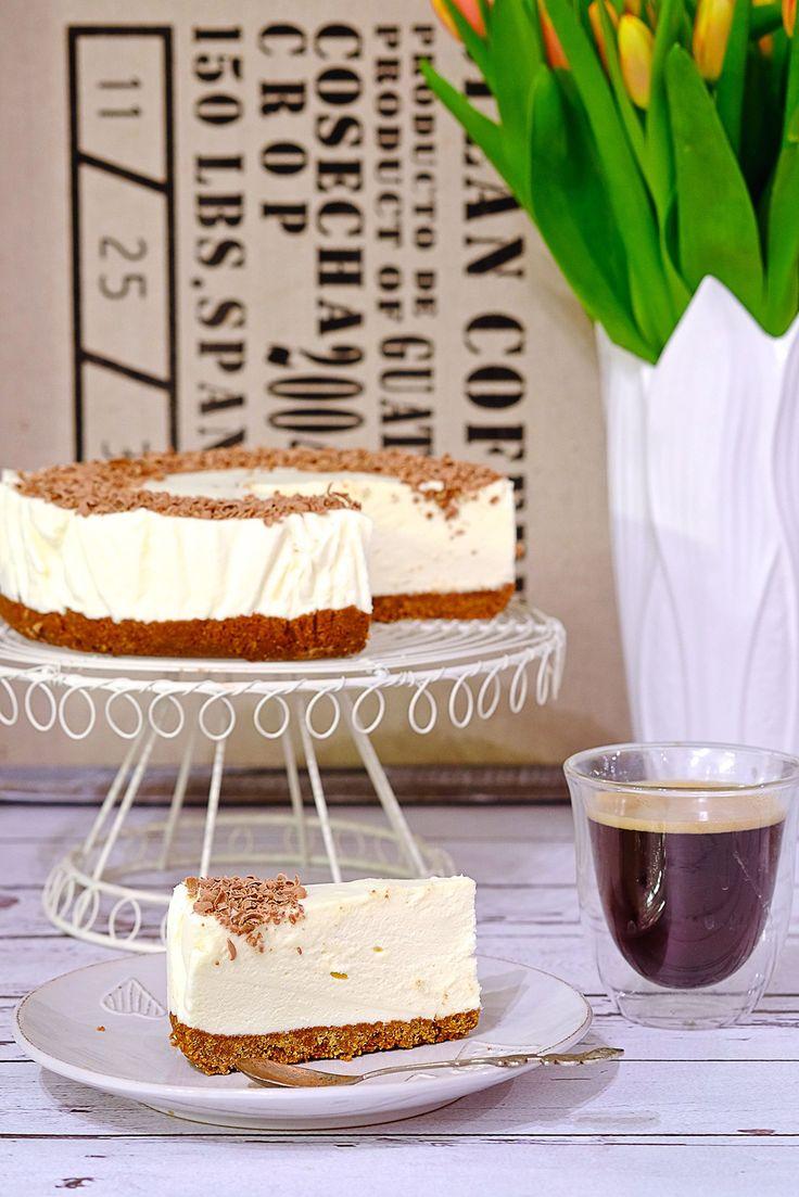 Nasz Biały puch dekorujemy wiórkami czekoladowymi np. startymi na tarce. Podajemy nasz pyszny deser na stół.