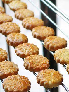 Galettes bretonnes au caramel au beurre salé - Recettes Bretonnes   Finistère Bretagne #myfinistere